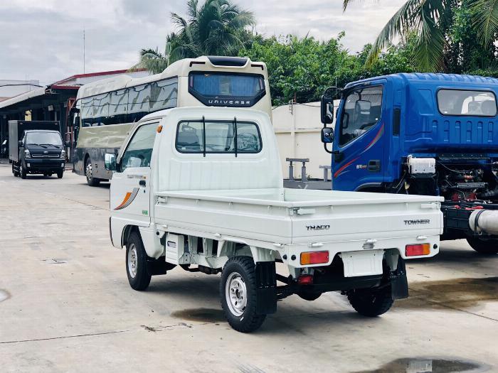 Cần bán xe tải Towner800 tải trọng 990kg thùng kín, thùng lững vào thành phố 2