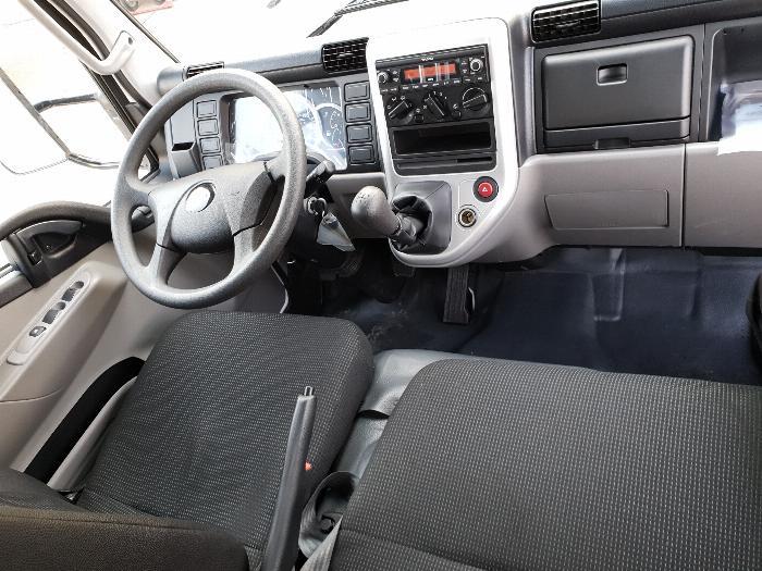 Xe tải Mitsubishi Fuso Canter4.99 thùng dài 4,3m. Tải trọng 2,1m đi vào thành phố 4