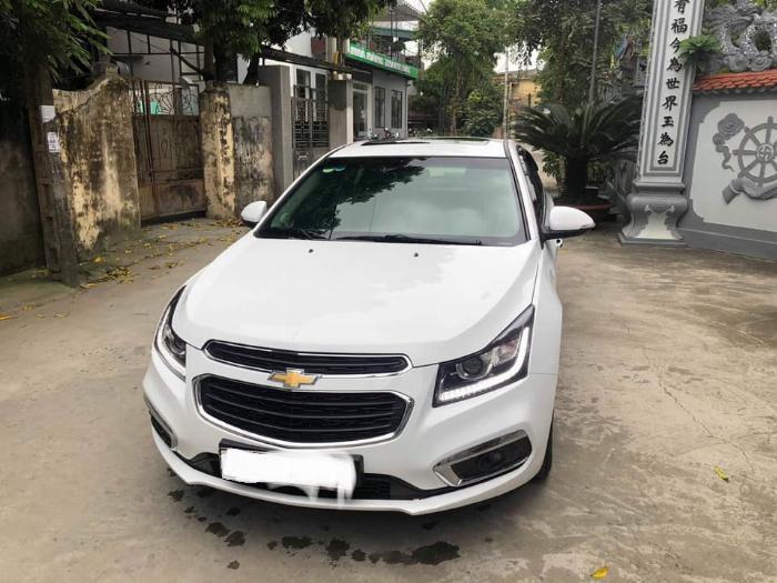 Cần bán xe Chevrolet Cruze 2017 Ltz số tự động màu trắng