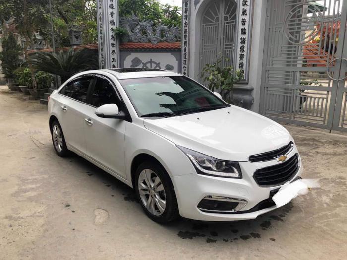 Cần bán xe Chevrolet Cruze 2017 Ltz số tự động màu trắng 2