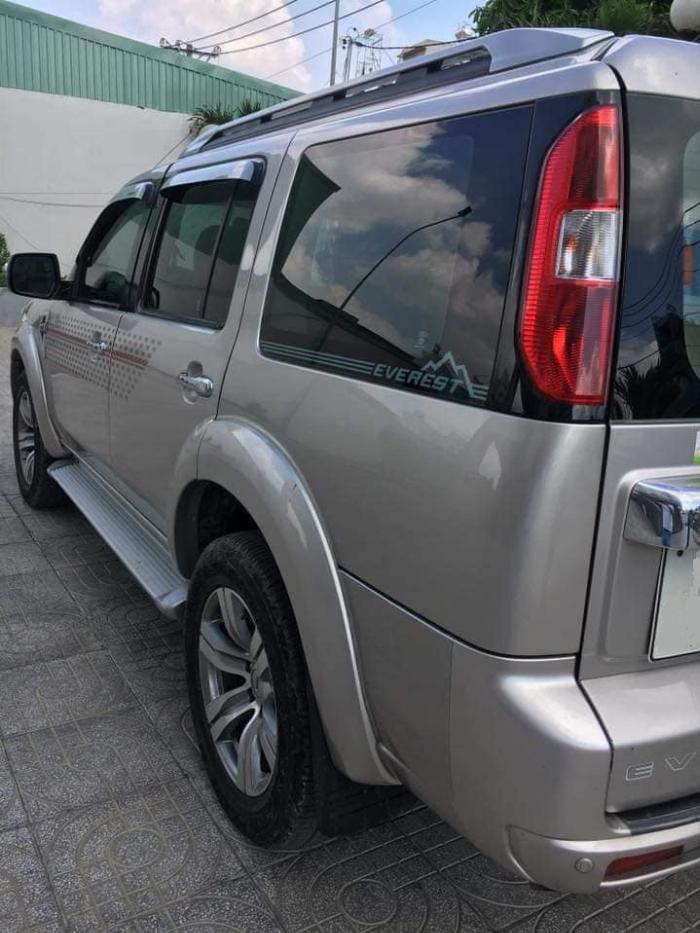 Về hưu bán xe Everest 2012, số sàn, máy dầu, còn đẹp ken xà ben. odo 76.000km
