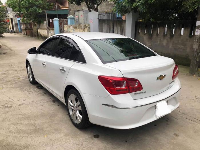 Cần bán xe Chevrolet Cruze 2017 Ltz số tự động màu trắng 3