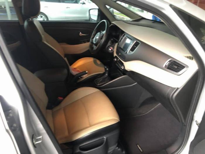 Cần bán xe Rondo 2017, số tự động, máy dầu, màu bạc, 3