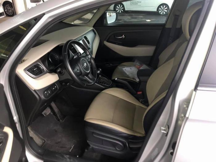 Cần bán xe Rondo 2017, số tự động, máy dầu, màu bạc, 4