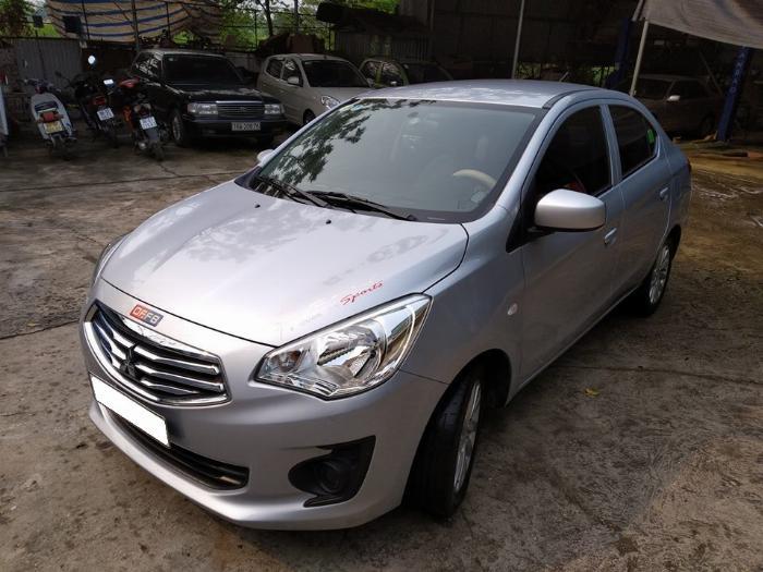 Cần bán xe Mitsubishi Attrage 2018 số sàn màu bạc