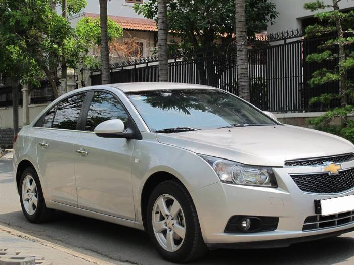 Bán Chevrolet Cruze 2012 số sàn màu bạc xe đi kỹ.