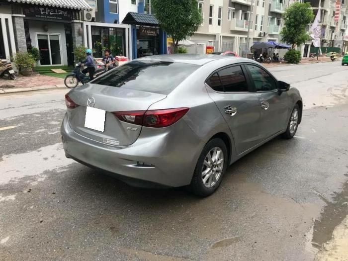 Gia đình cần bán xe Mazda3, sản xuất 2016, số tự động màu xám, 1