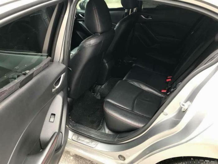 Gia đình cần bán xe Mazda3, sản xuất 2016, số tự động màu xám, 3