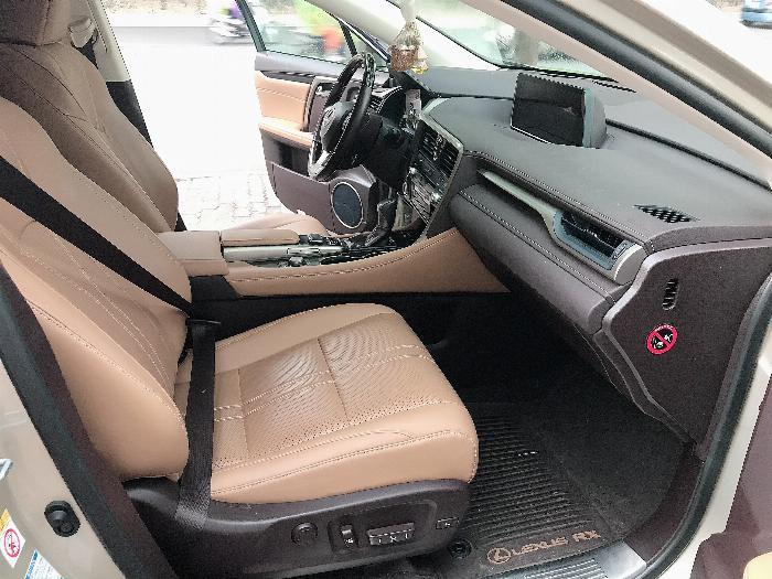 Bán Lexus RX350 sản xuất 2017,đăng ký 2018,màu vàng,lăn bánh 2 vạn Km,cực mới.LH:0906223838 6