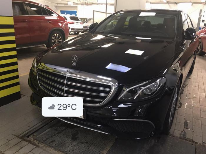 Mercedes E200 2018 đủ màu giao ngay chỉ với 590tr giá cực tốt