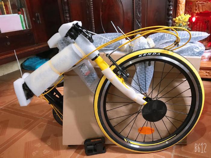 Xe đạp gấp , mới 100% , màu vàng,còn nguyên thùng 5
