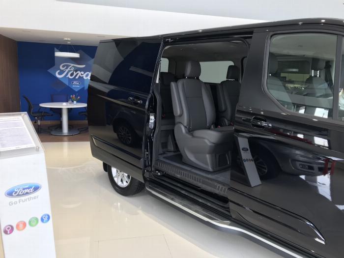 Siêu phẩm MPV phong cách siêu sang vừa mới ra mắt, Ford Tourneo ưu đãi mạnh trong tháng 9 7