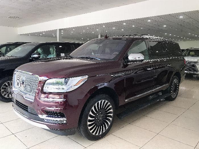 Bán Lincoln Navigator L Black Label sản xuất 2019 màu đỏ mận,xe giao ngay