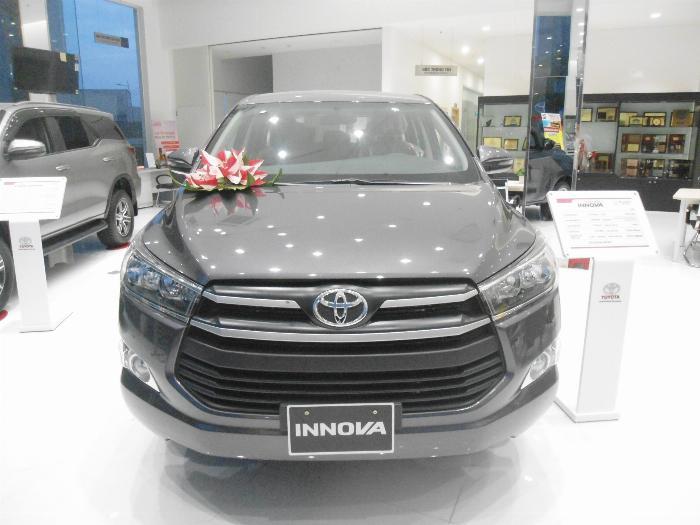 Mua xe INNOVA E số sàn và thanh toán trong tháng 9 để nhận được khuyến mãi 50% thuế trước bạ và nhiều ưu đãi khác