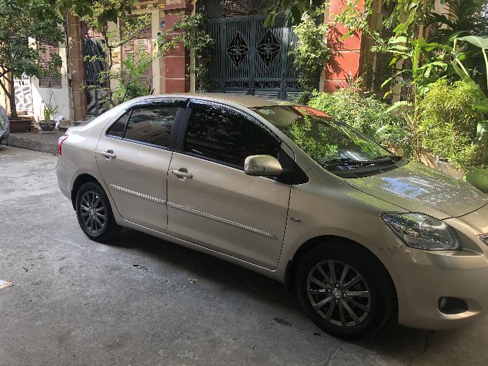 Chính chủ bán xe VIOS 1.5E màu ghi vàng, sx cuối 2013, gia đình sử dụng từ đầu