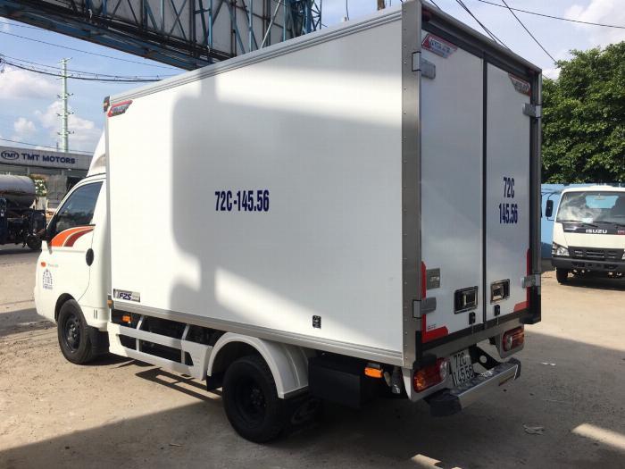 Xe tải Hyundai H150. Thùng đông lạnh Quyền