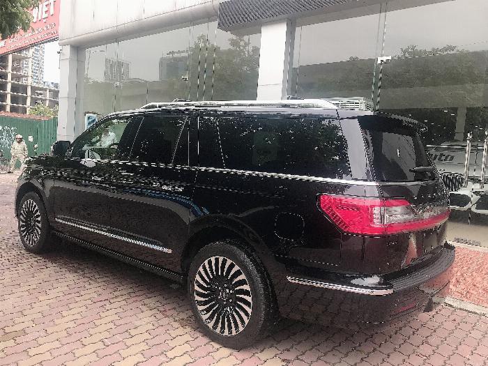 Bán Lincoln Navigator Black Label L bản cao cấp nhất Model 2020,màu đen,xe giao ngay . 4
