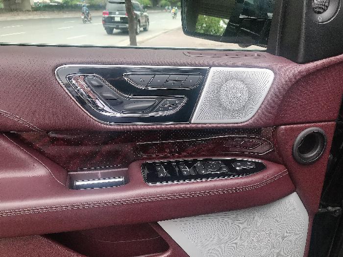 Bán Lincoln Navigator Black Label L bản cao cấp nhất Model 2020,màu đen,xe giao ngay . 8