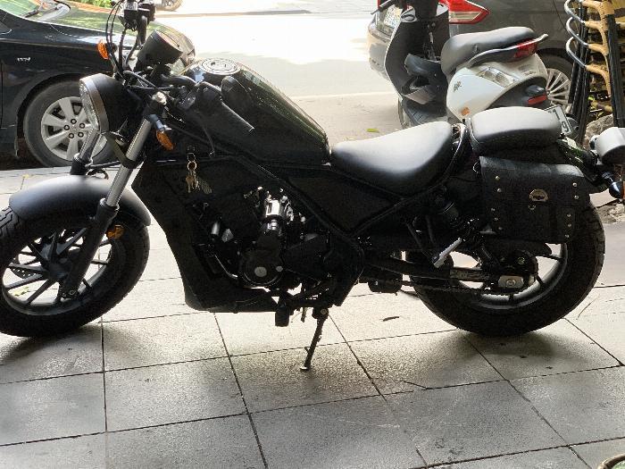 Cần bán xe Rebel 300 ABS 2018 màu den-black