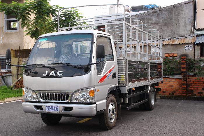 Xe tải JAC 2.4 tấn động cơ ISUZU thùng dài 4.4m. Trả trước 100 triệu