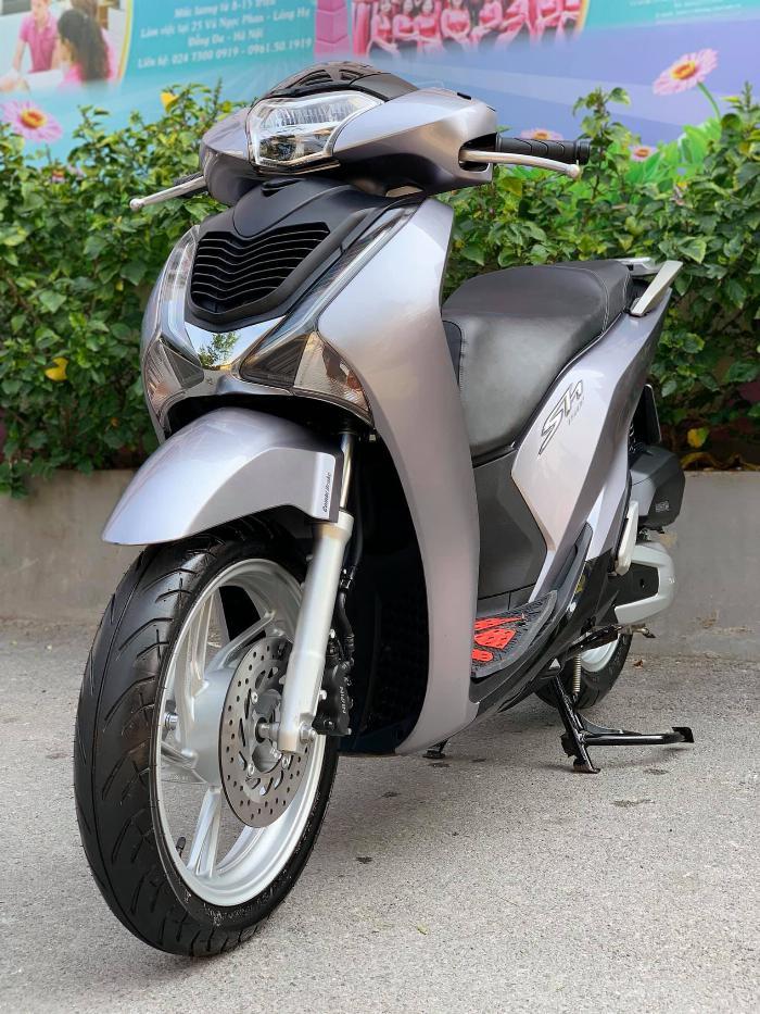 Cần bán SH Việt 150 CBS 2019 màu Bạc đen như mới
