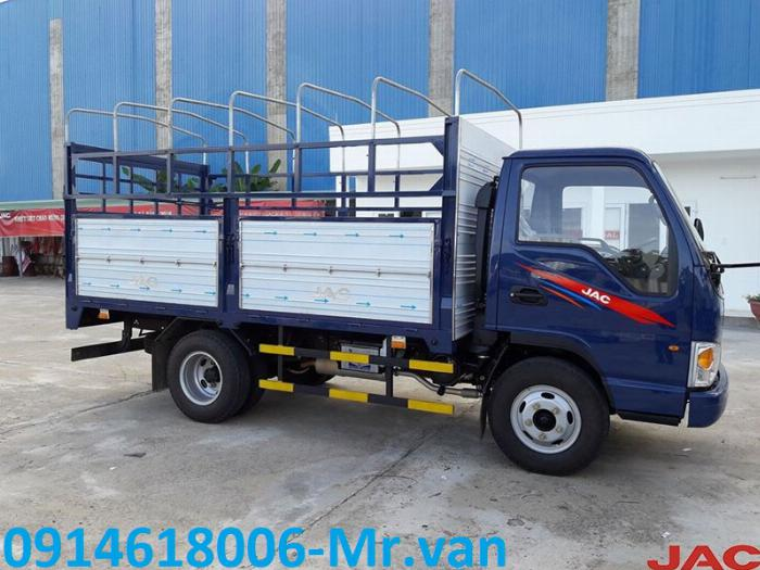 Bán xe tải 2T4 máy ISUZU, thùng dài 4m3, giá cực tốt