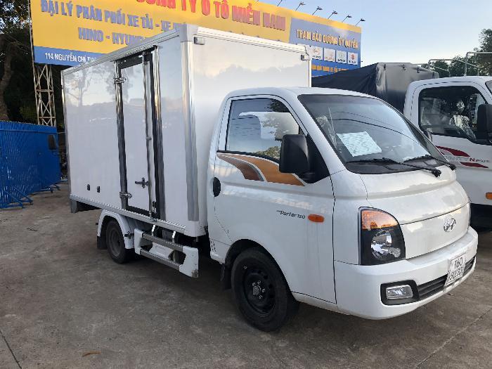 Giá xe tải Hyundai H150 thùng kín composite, hỗ trợ trả góp 80% LS thấp 4
