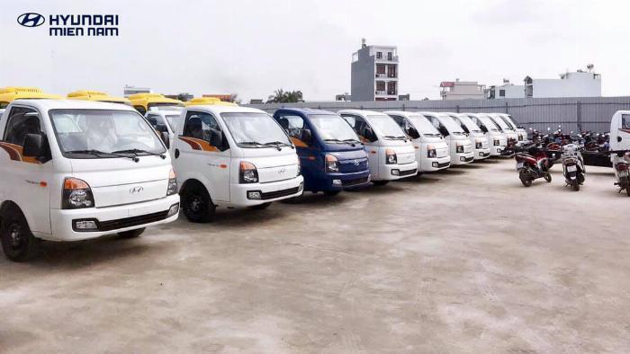 Giá xe tải Hyundai H150 thùng kín composite, hỗ trợ trả góp 80% LS thấp 8