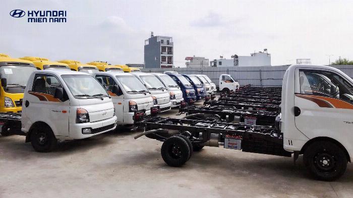 Giá xe tải Hyundai H150 thùng kín composite, hỗ trợ trả góp 80% LS thấp 10