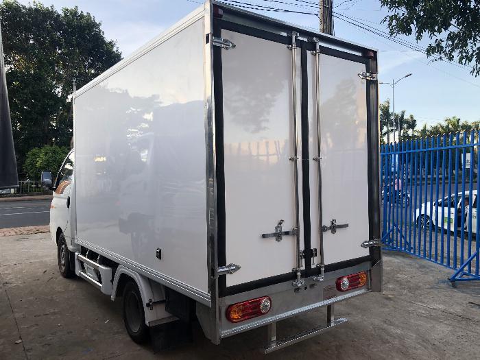 Giá xe tải Hyundai H150 thùng kín composite, hỗ trợ trả góp 80% LS thấp 12