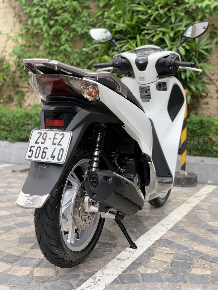 Cần bán SH Việt 150 ABS 2019 màu Trắng chạy chuẩn 800km