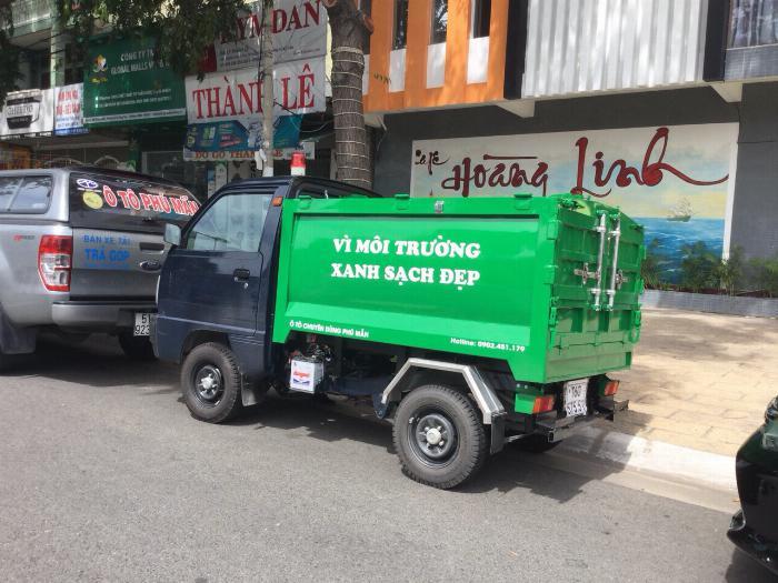 Xe ben chở rác suzuki 500kg thùng 2 khối vào hẽm 1