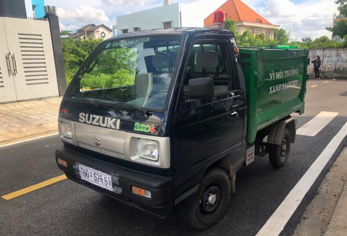 Xe ben chở rác suzuki 500kg thùng 2 khối vào hẽm 2