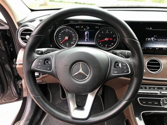 Cần bán Mercedes Benz 2016 đăng ký 2017 mầu đên nội thất nâu 2