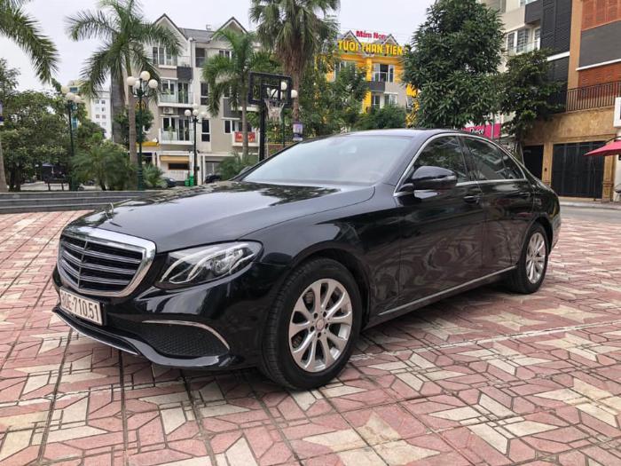 Cần bán Mercedes Benz 2016 đăng ký 2017 mầu đên nội thất nâu