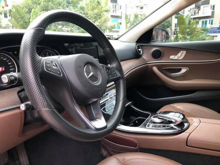 Cần bán Mercedes Benz 2016 đăng ký 2017 mầu đên nội thất nâu 9
