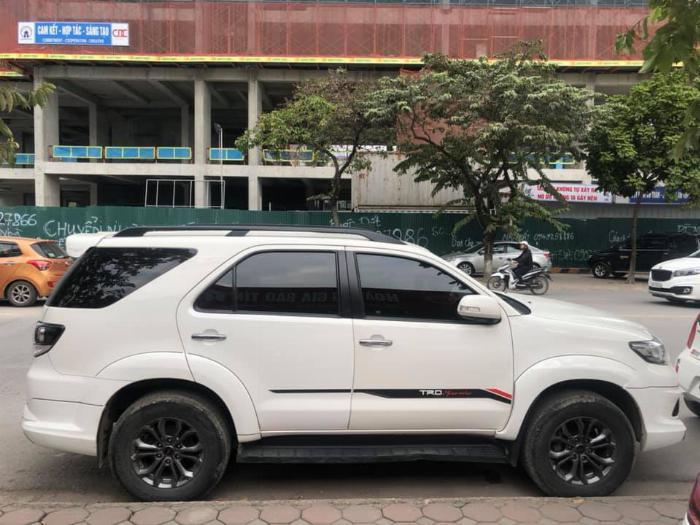 Cần bán xe Fortuner Sportivo  máy xăng một cầu số tự động sản xuất 2016 5
