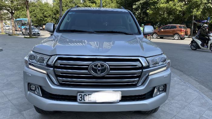 Bán Toyota Land Cruise 4.6,màu bạc 2016,1 chủ từ đầu ,hóa đơn VAT 1,7 tỷ,xe siêu mới .