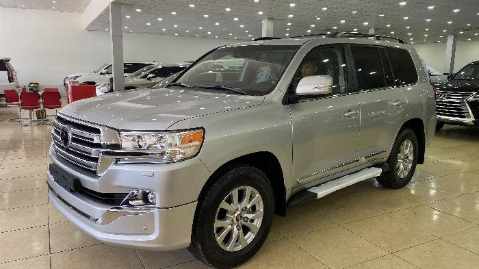 Bán Toyota Land Cruise 5.7 nhập Mỹ ,2019,màu bạc ,xe giao ngay .