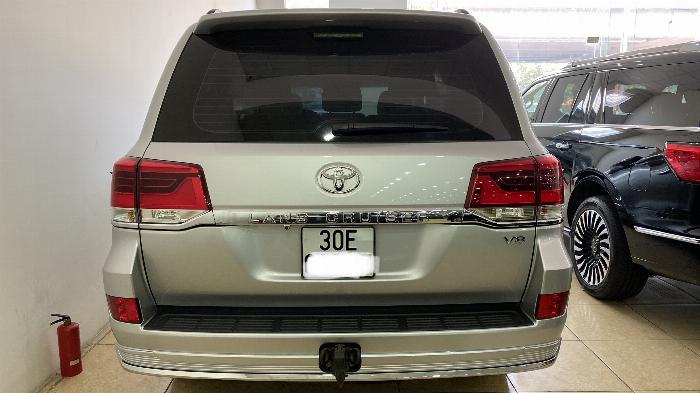 Bán Toyota Land Cruise 4.6,màu bạc 2016,Hóa đơn VAT 1,7 tỷ ,xe siêu mới ,biển Hà Nội. 2