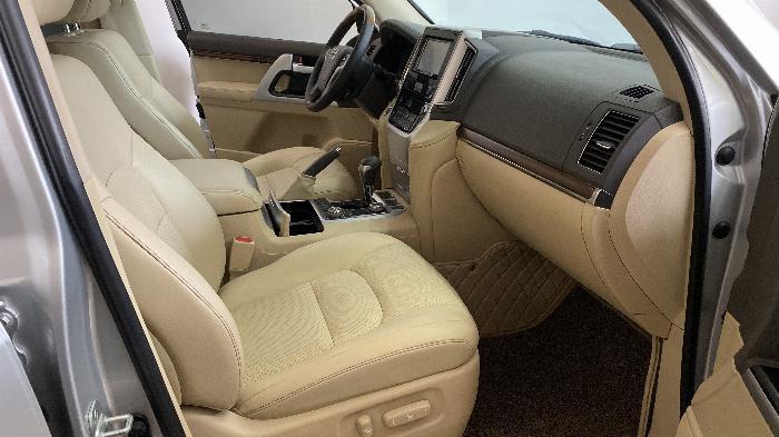 Bán Toyota Land Cruise 4.6,màu bạc 2016,Hóa đơn VAT 1,7 tỷ ,xe siêu mới ,biển Hà Nội. 5