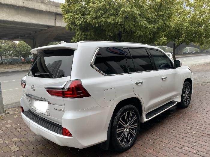 Lexus LX570 Nhập Mỹ 2019,lăn bánh 8000 Km,mới 99,9%,xe full kịch đồ . 3