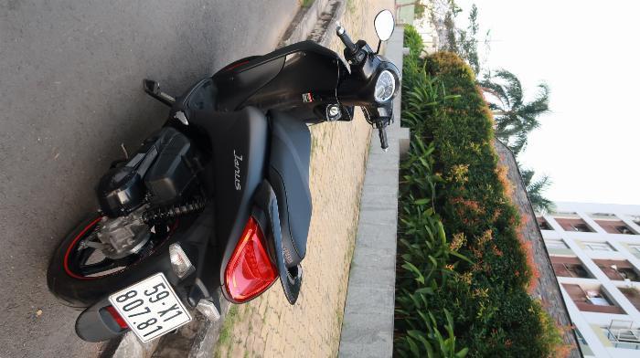 Xe máy Yamaha Janus 2017 (màu đen, với Smartkey)