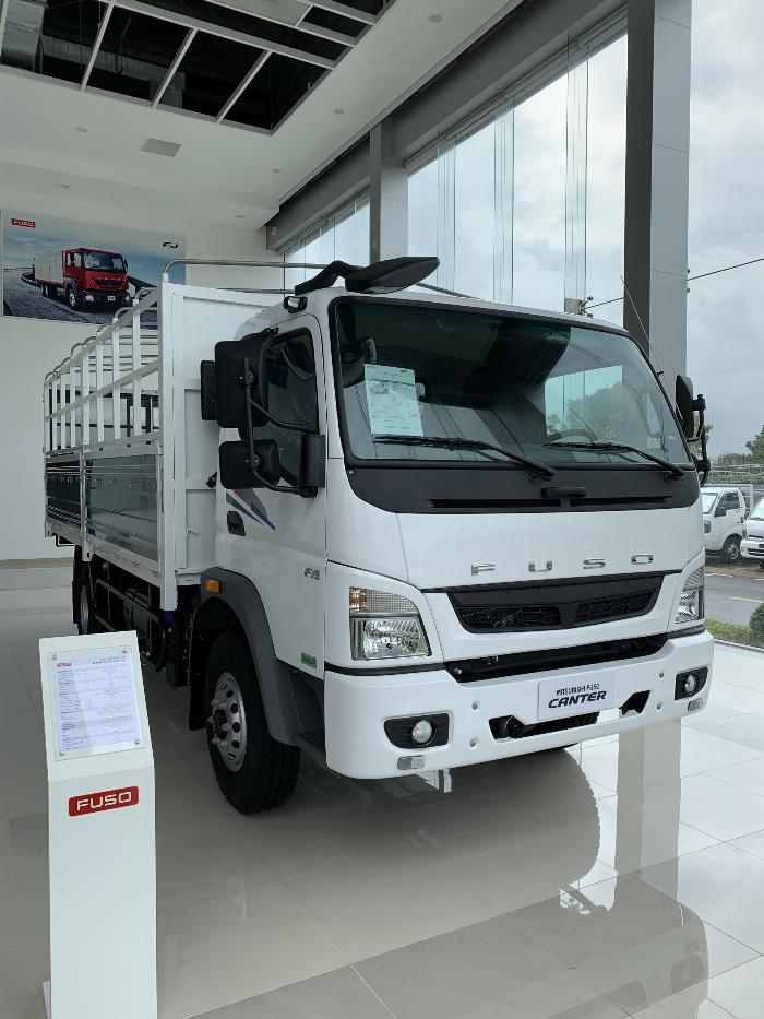 Xe tải 6 tấn Mitsubishi Canter 10.4R thùng dài 5m3