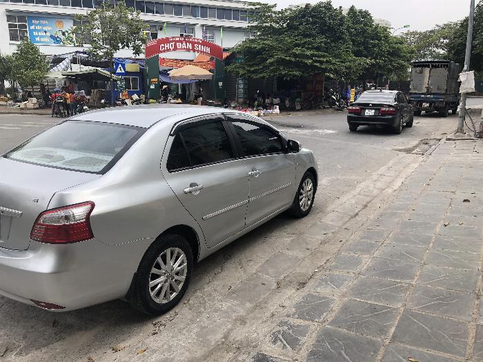 Một chủ bán xe VIOS 1.5E màu ghi bạc, sx cuối 11, chính chủ từ đầu 3