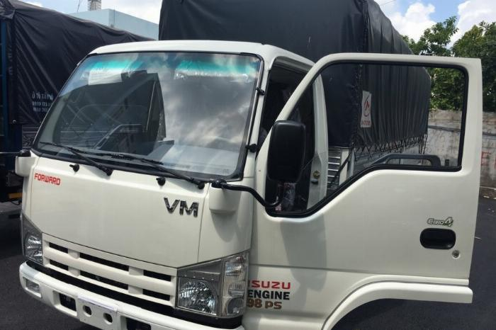 Giá xe tải isuzu 1.9 tấn thùng 6m2 chở hàng pallet mút xốp vào thành phố