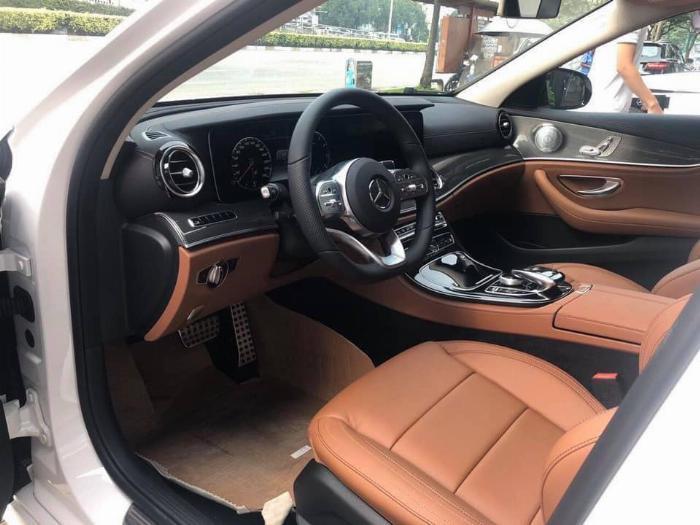 Mercedes E300 Đủ Màu, Ưu Đãi Lên Đến 230 Triệu 4