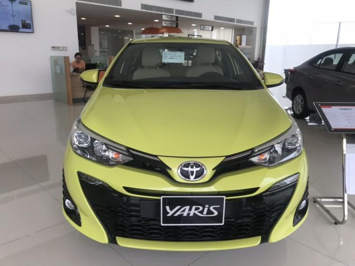 Xe hatchback hạng B: Toyota Yaris 2745 chiếc