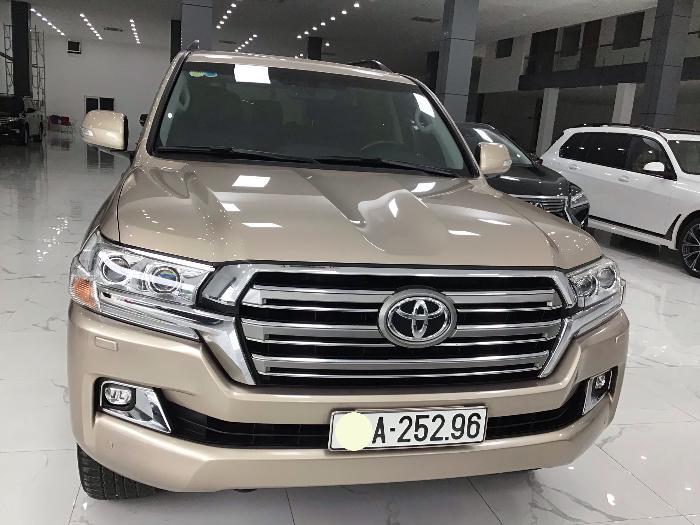 Bán Toyota Land Cruiser VX sản xuất 2017 màu nâu vàng 0