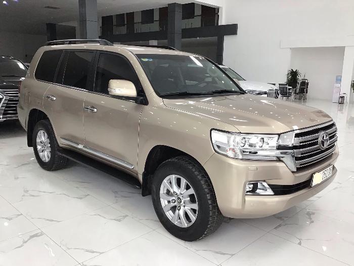 Bán Toyota Land Cruiser VX sản xuất 2017 màu nâu vàng 1